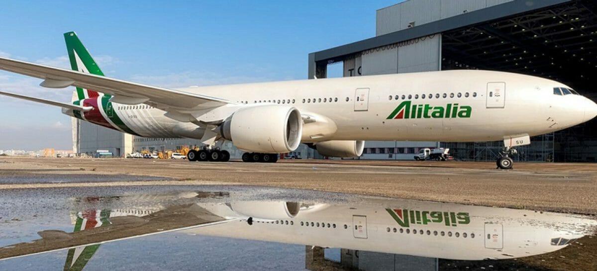 Due strade per Alitalia: arriva il nuovo bando