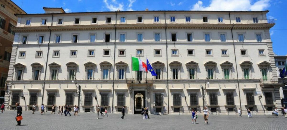 Alitalia, partita a scacchi tra governo, Fs e Atlantia
