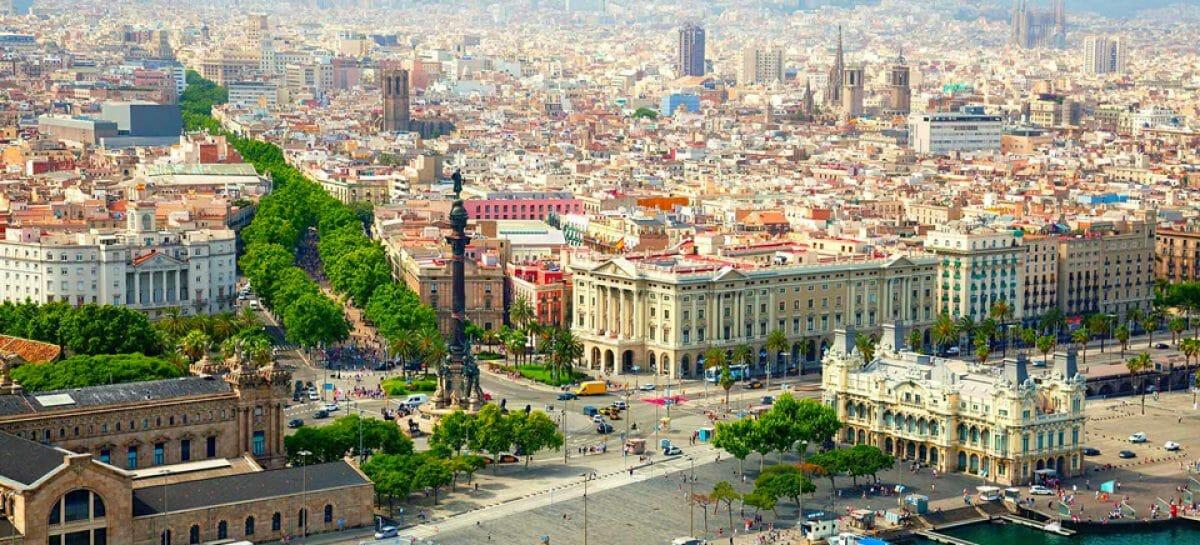 Barcellona frena Airbnb: sospese le licenze per le abitazioni a uso turistico