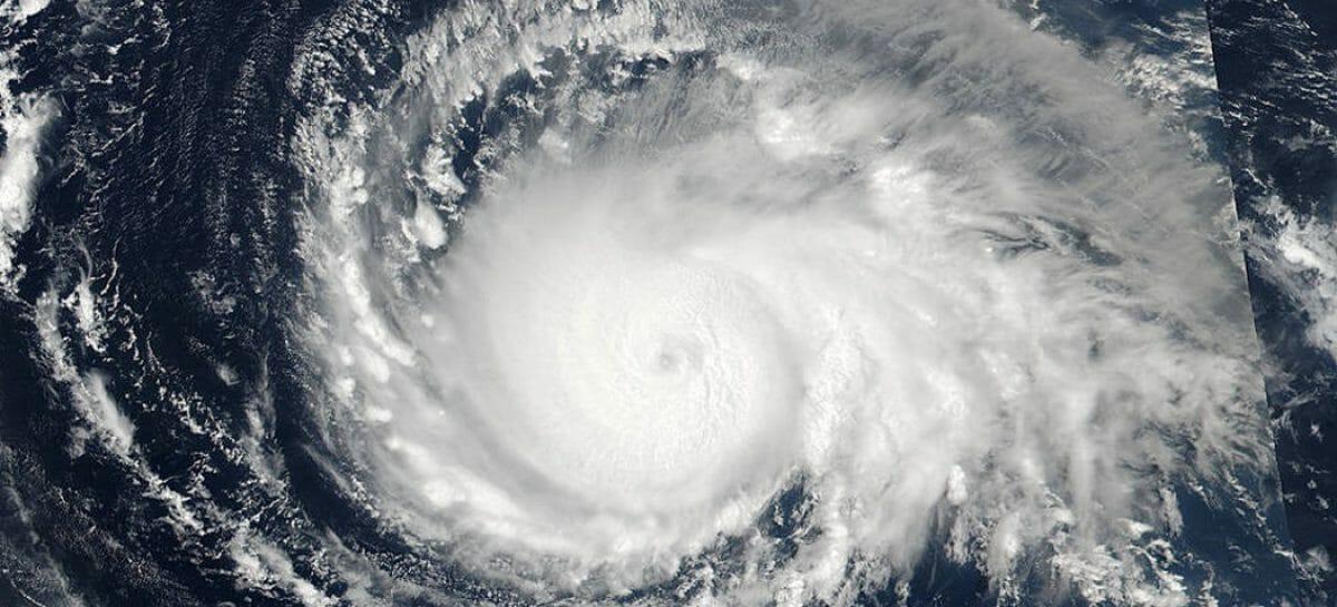 Voli e crociere in fuga dall'uragano Irma
