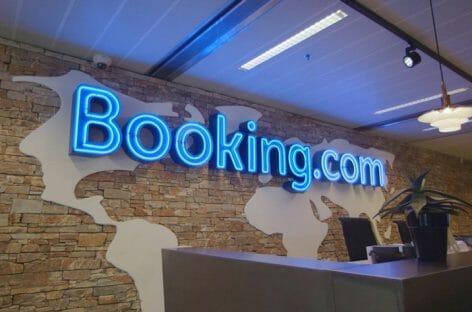 """Booking """"testa"""" la fee sulle ancillary per gli hotel"""