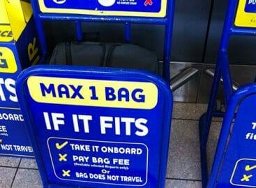 Ryanair rinvia l'addio al secondo bagaglio