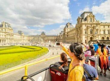La batosta di Parigi: soste dei bus turistici più care del 60%
