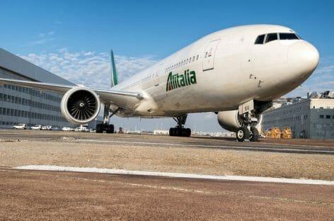 Alitalia, il ministro Patuanelli getta la spugna: «Non c'è soluzione»