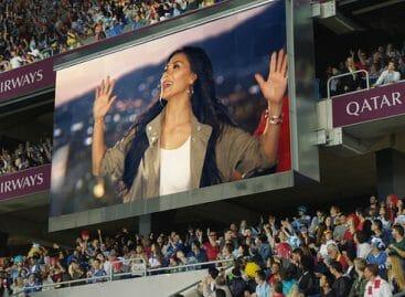 L'inno dei Mondiali di calcio con Qatar Airways e la Scherzinger