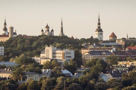 Estonia, il governo vuole introdurre la tassa di soggiorno