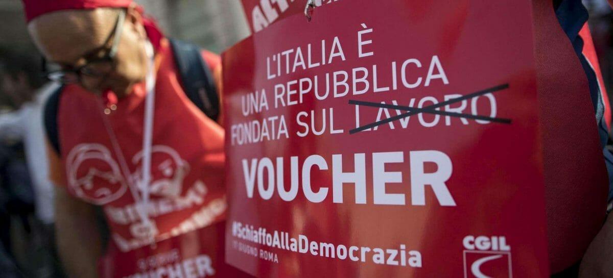 Decreto dignità, flash mob #NoVoucher nel giorno del voto a Montecitorio