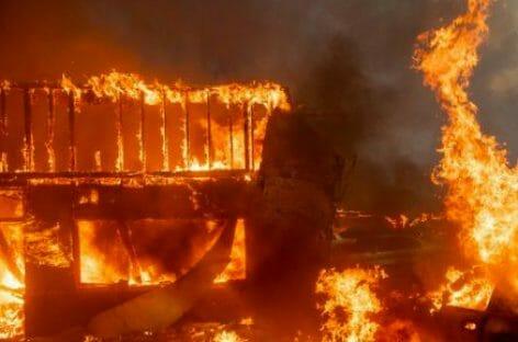 Stragi di fuoco e acqua dalla California alla Giordania