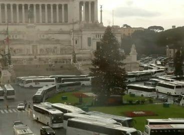 Roma, maxi protesta in centro contro il Piano bus
