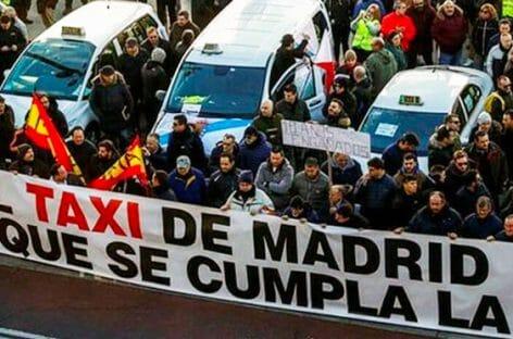 Madrid, mega protesta dei taxi durante Fitur