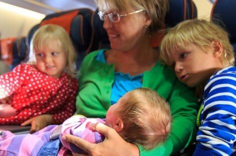 Disagi in aeroporto, i diritti delle famiglie con bambini