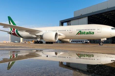 Prestito ponte ad Alitalia, Patuanelli ottimista sull'ok dell'Europa