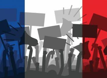 Tour Eiffel, voli e musei: Francia bloccata dalle proteste