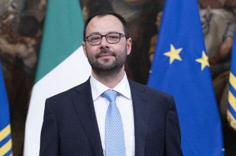 Newco Alitalia, Patuanelli: «Tre miliardi di capitale»