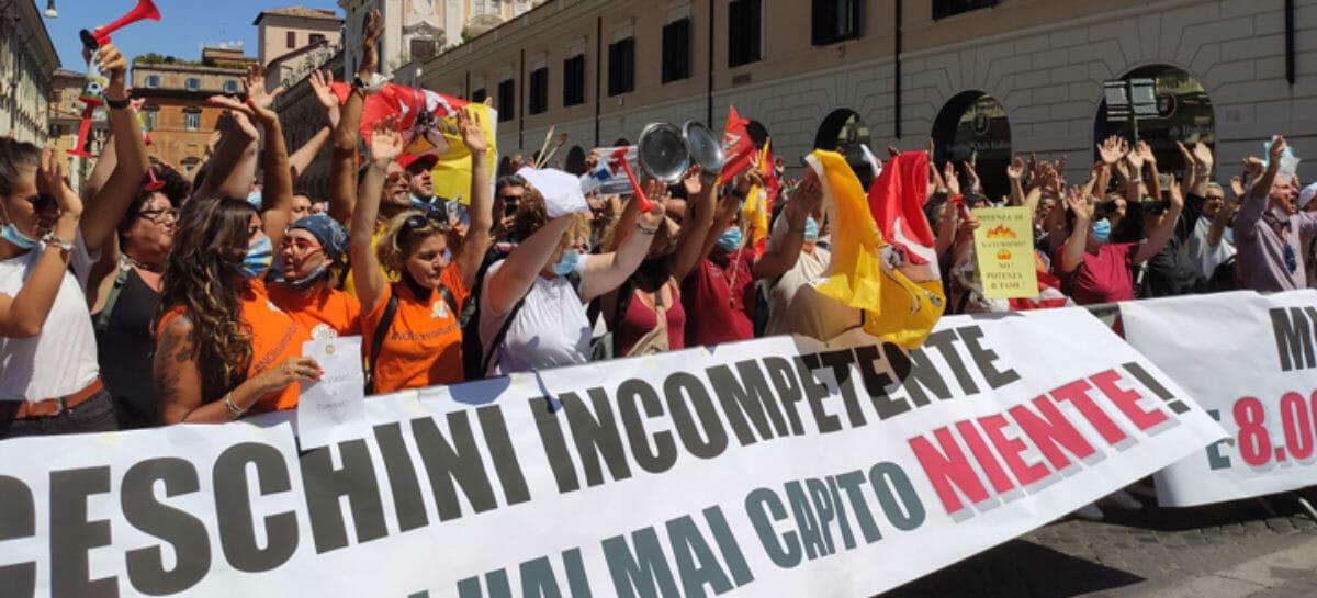 Agenzie di viaggi in piazza: <br> decreto Turismo entro il 10 agosto