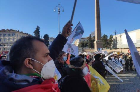 Agenzie di viaggi in piazza a settembre con Maavi
