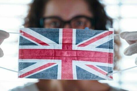 """La Gran Bretagna verso l'introduzione del green pass """"light"""""""