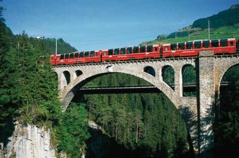 Bernina Express, il trenino rosso ai nastri di partenza