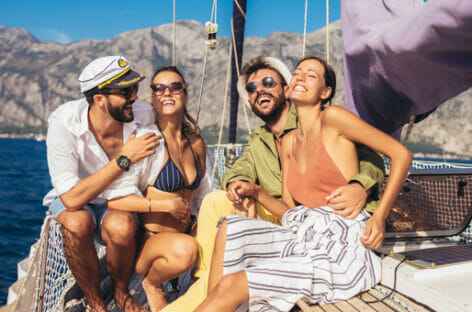 Letyourboat, la Grecia in barca in sicurezza