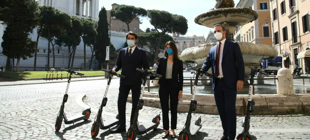 Scoprire Roma con l'audioguida in monopattino: partnership Vox-Helbiz